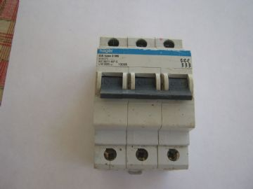 HAGER 6 AMP TYPE 2 M6 M806 (13095) BS3871 TRIPLE POLE MCB CIRCUIT BREAKER.